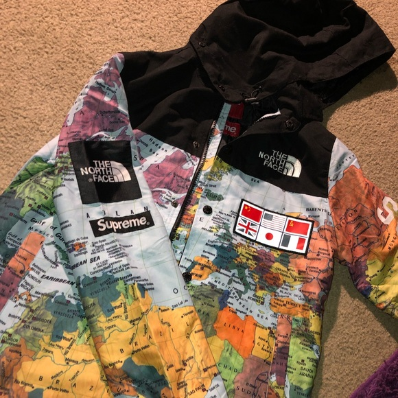 0044f157c8 The North face (world map) JACKET